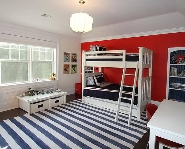 Сочетание красного и синего является универсальным для комнаты мальчика и девочки