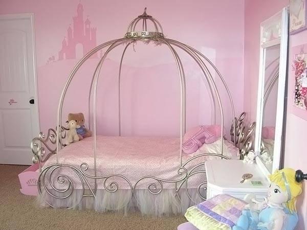Мебель и предметы интерьера для девочки