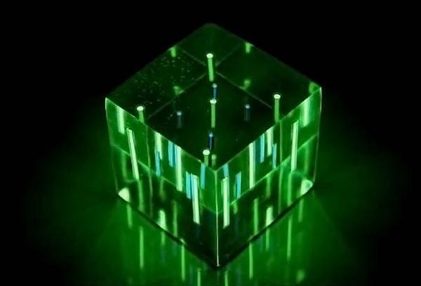 При резком включении яркого света создается нагрузка на зрительный нерв