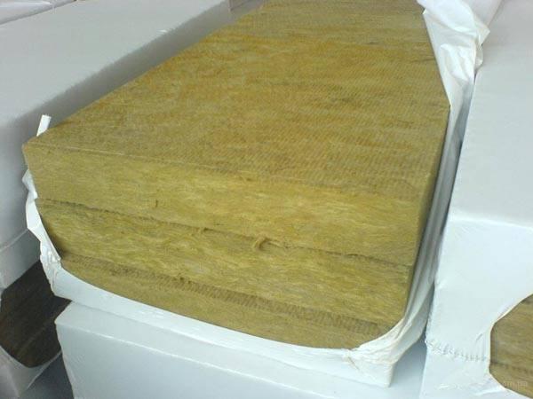 Наибольшей популярностью пользуется каменная вата