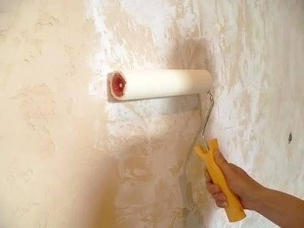 Декоративная штукатурка для внутренней отделки стен - покраска