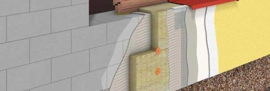 Крепим слой с использованием скоб к рейкам