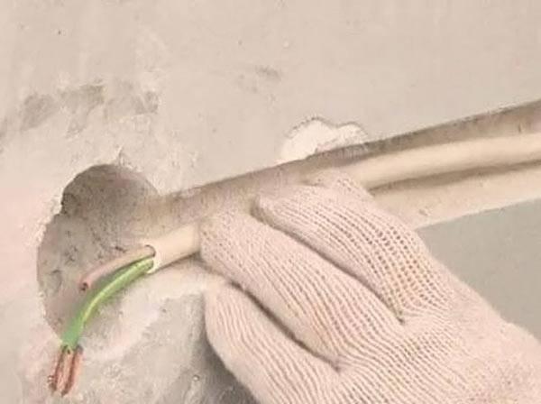 Подведение кабеля к гнезду