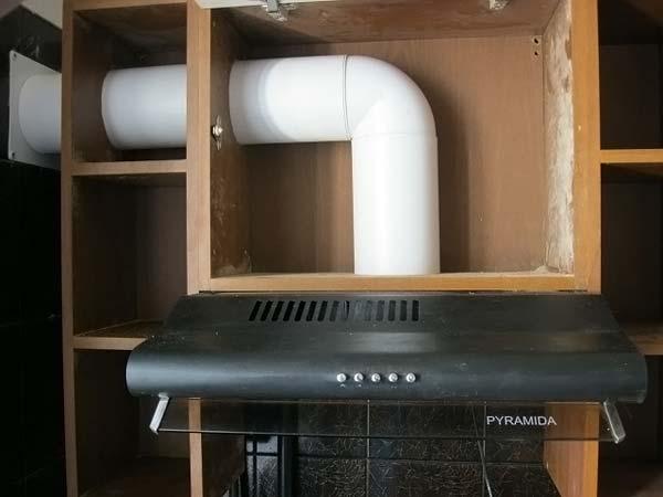 Вытяжка, которая соединяется с вентиляционным каналом