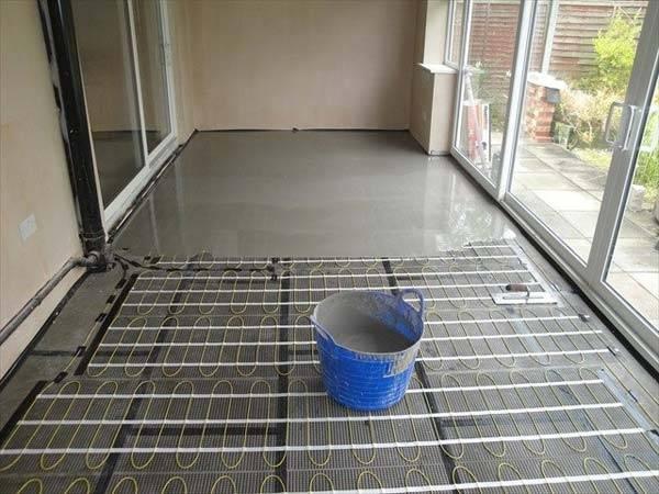 Нанесение бетонной стяжки