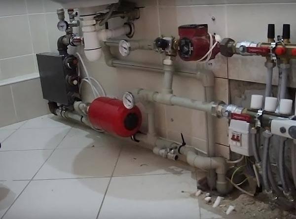 Узел управления системой теплого пола в городской квартире