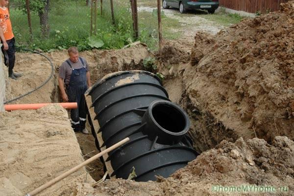 Монтаж элементов автономной канализации требует учета всех возможных нюансов