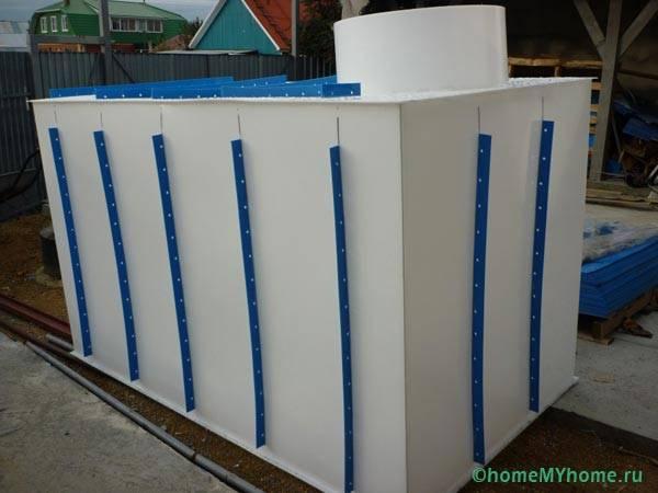 Пластиковый резервуар для выгребной ямы