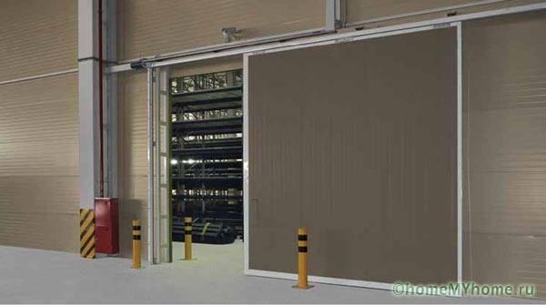 Сдвижные ворота чаще применяются для промышленных гаражей
