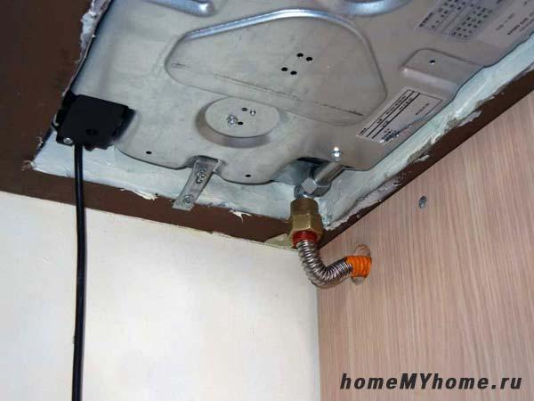 Соединение газового шланга с патрубком плиты