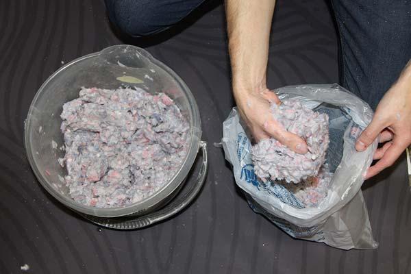 После приготовления перекладываем смесь в полиэтиленовый пакет и даем настояться 6-8 часов