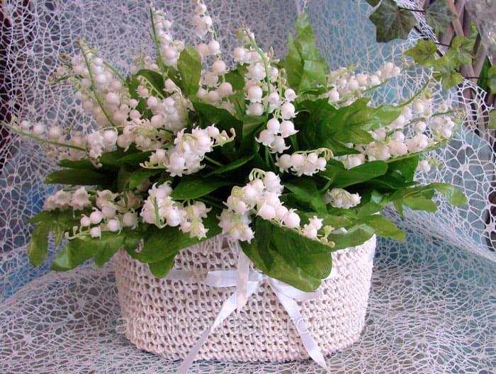Нежные корзиночки из текстиля для не менее нежных цветков будут хороши в светлом интерьере с обилием пастельных тонов