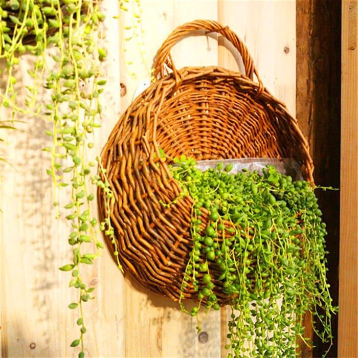 Навесные изделия чудесным образом украшают террасы, веранды, уголки в гостиной