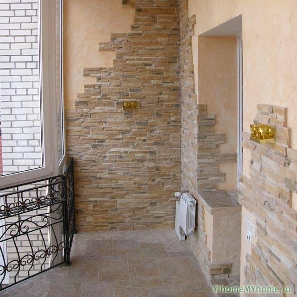 Использование гибкого камня для декорирования балкона