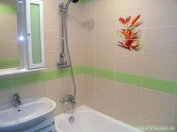 Интерьер ванной с горизонтальной раскладкой