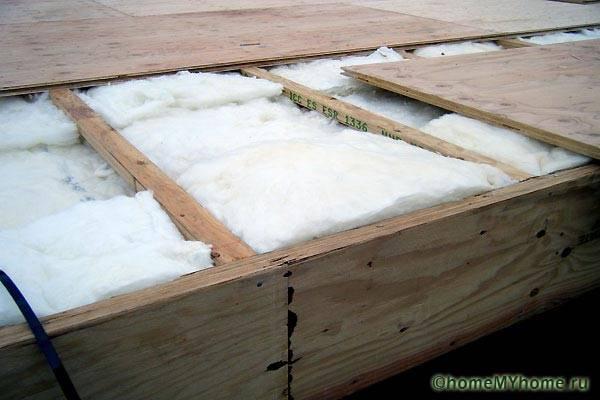 Стекловата для теплоизоляции пола частного дома