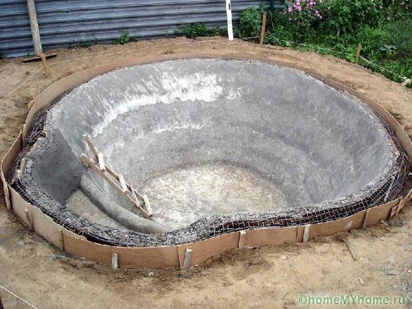 Изготовление бетонного пруда для рыбы