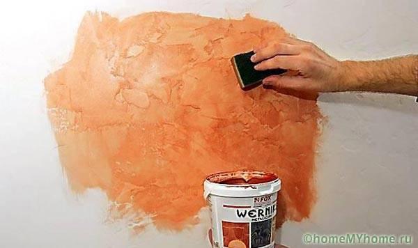 Покраска стены по декоративной штукатурке
