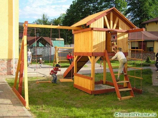 Игровая площадка, выполненная полностью из дерева