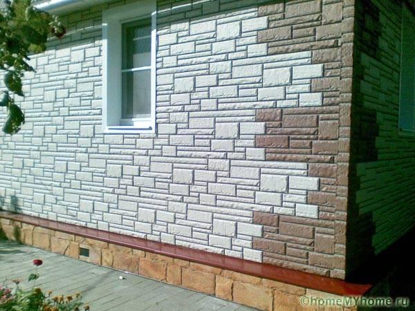 Фасад из пластиковых панелей под камень