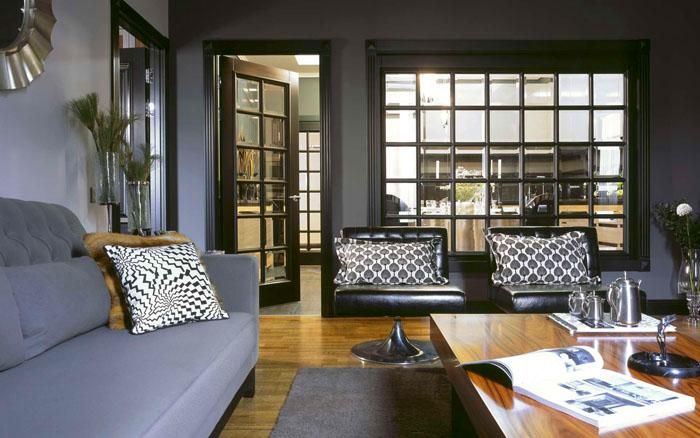 Для больших квартир дополнительно создают оконные проёмы в гостиной. Они играют роль перегородки