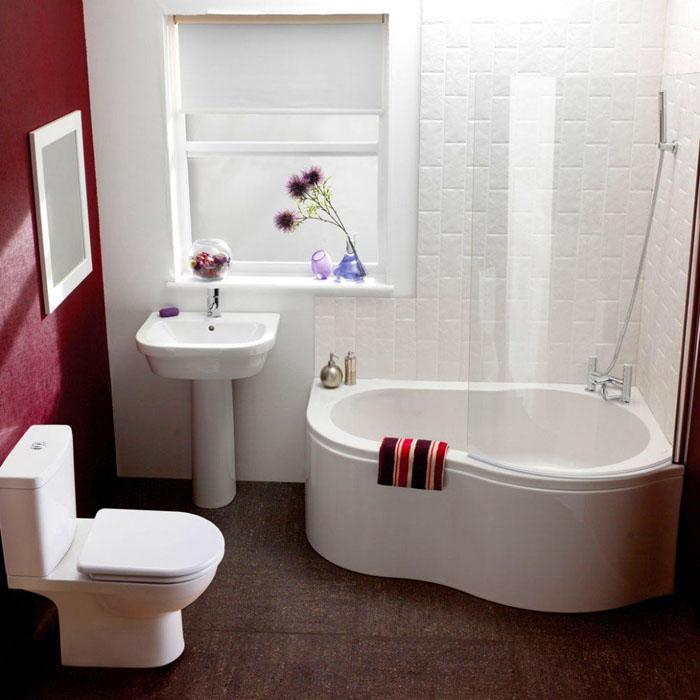Компактная ванная в комплекте с душевой кабинкой подходит для маленького помещения