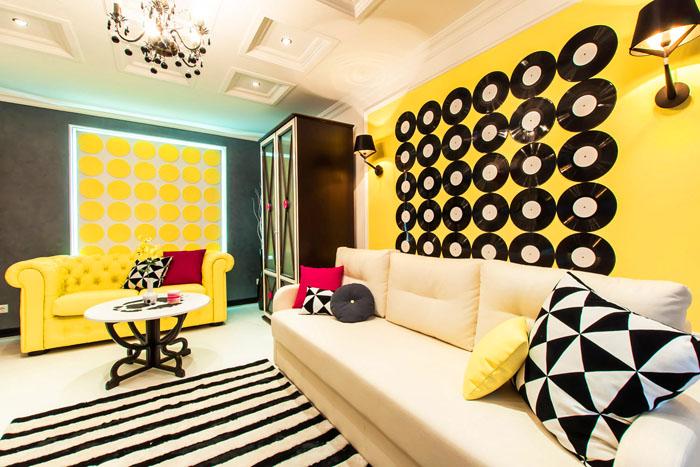 Пластинки как эффектный декор комнаты для истинных ценителей музыки
