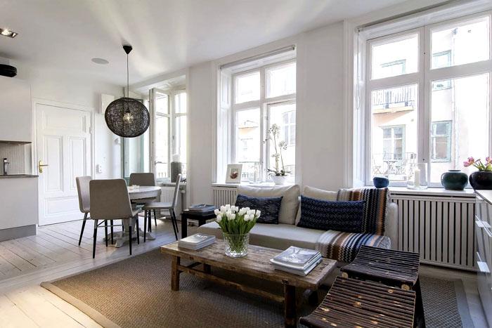 Деревянная мебель и природные оттенки создают изюминку