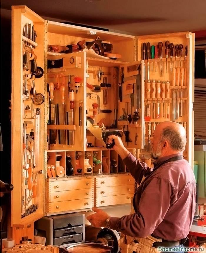 Встроенные шкафы обладают большой компактностью