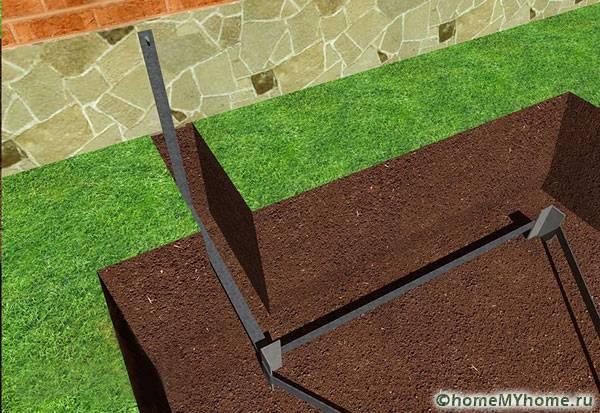 Металлический треугольный каркас