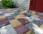 Тротуарная плитка во дворе частного дома: фото