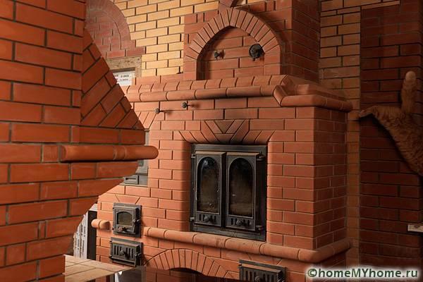 Настоящая кирпичная печь может стать главным украшением дома