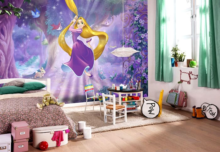 Девочки постарше уже не будут портить собственные стены, поэтому можно рассмотреть вариант фотообоев в детскую комнату девочке