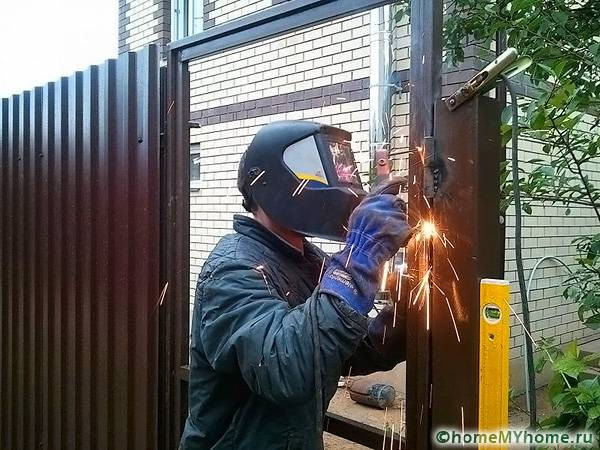 Выполнение работ по сварке ворот