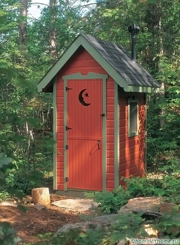 Обшить туалет можно вагонкой или сайдингом