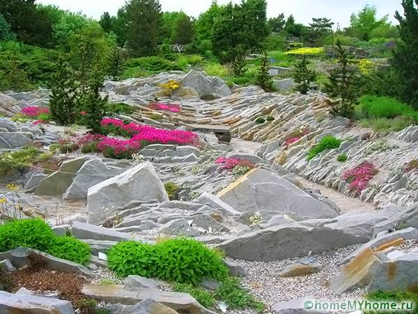 Долина требует использования большого количества камней одной породы