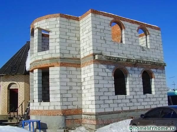 Сооружение из пеноблоков может использоваться как жилое помещение