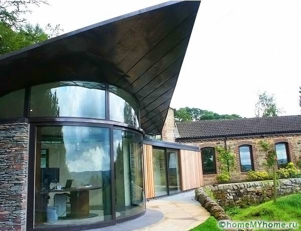 Полукруглая конструкция отличается эффектностью и высокой стоимостью