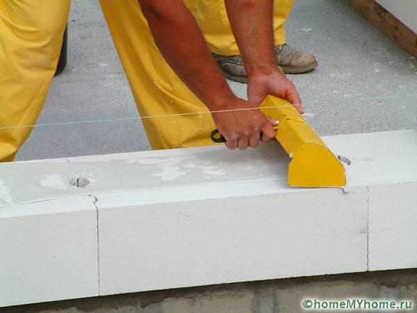 Процесс укладки газоблоков