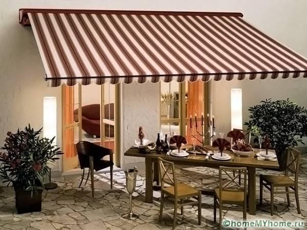 Оригинальные навесные устройства применяются в жилых строениях и в общественных учреждениях