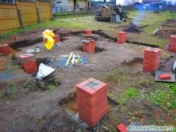 Столбчатый фундамент из кирпича и бетона