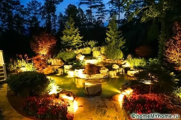 Подсветка в ночное время позволяет создать из обычного альпинария сказочное место