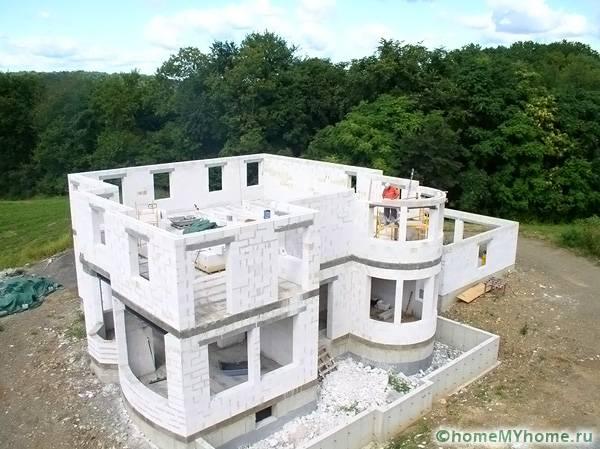 Выполняются постройки самой необычной конфигурации