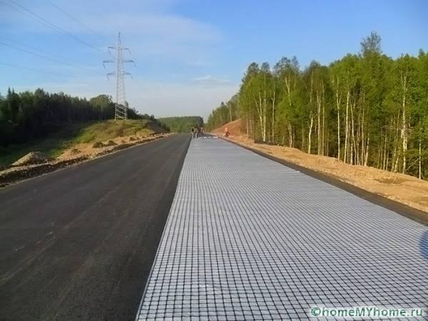 Функциональное полотно обеспечивает устойчивость дорог даже при сложных рельефах на местности