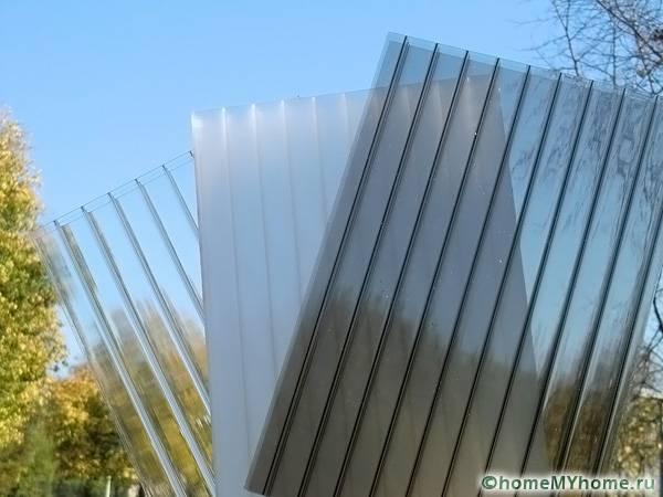 Сотовый поликарбонат самый популярный материал для тепличных конструкций