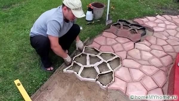 Процесс создания плитки достаточно кропотлив ввиду большого количества необходимой плитки