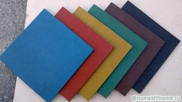 Квадратная плитка – классический и универсальный вариант