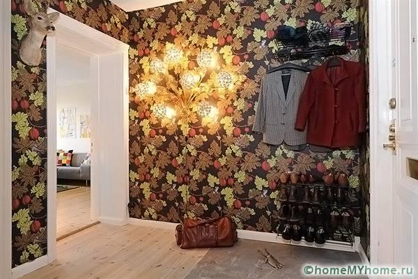 Яркий декор способен придать динамичности интерьеру, но при этом рекомендуется для просторных комнат