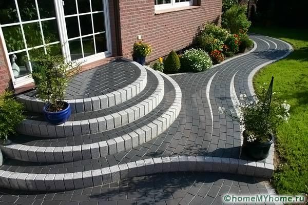 Ступени из бетона можно красиво отделать другим материалом