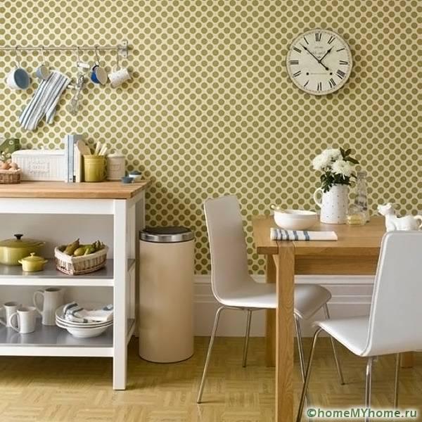 Нейтральная цветовая палитра позволит акцентировать внимание на предметах декора